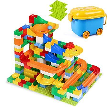Bloques de juguete de colores para que los niños jueguen