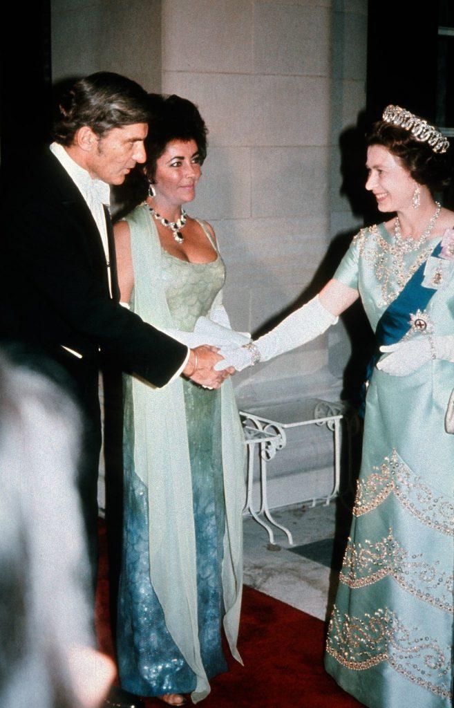 Elizabeth Taylor y la reina Elizabeth