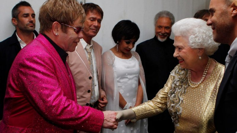Elton John y la reina Elizabeth