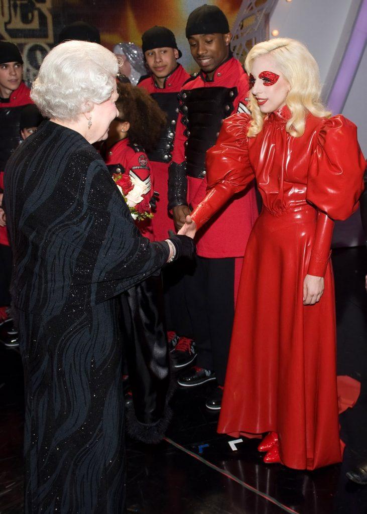 Ladt Gaga y la reina Elizabeth