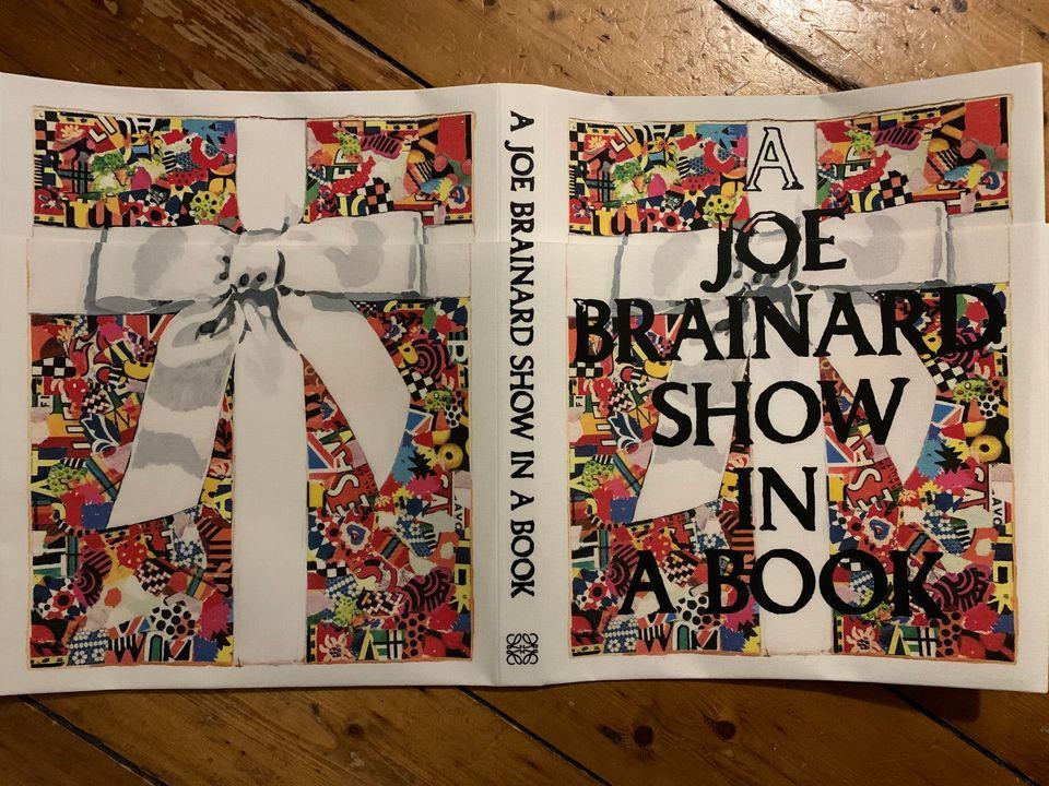 """Un primer vistazo al """"Show in a Book"""" de Loewe con Jonathan Anderson"""