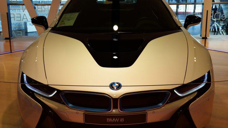 Exposición de automóviles nuevos