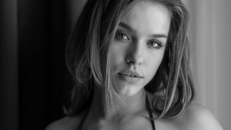 mujer modelando para foto