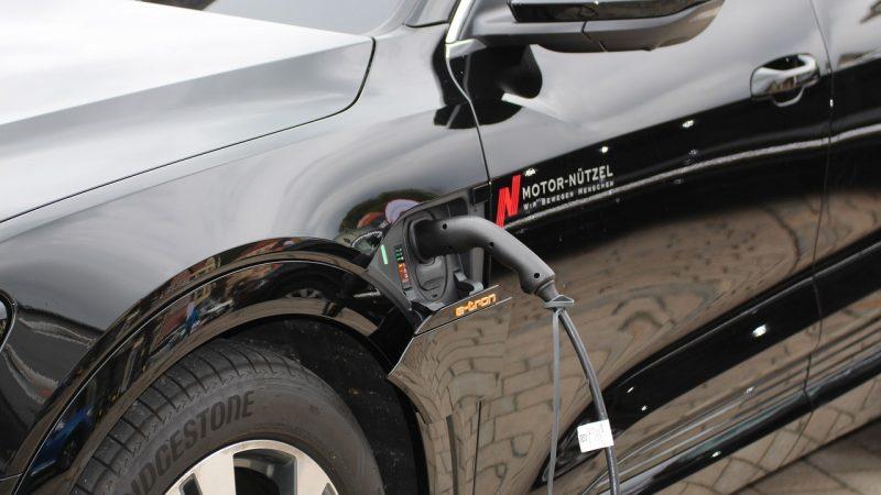 Automóvil nuevo eléctrico
