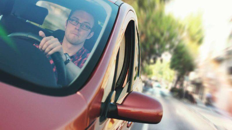 manejando con un seguro de automóvil basado en el uso