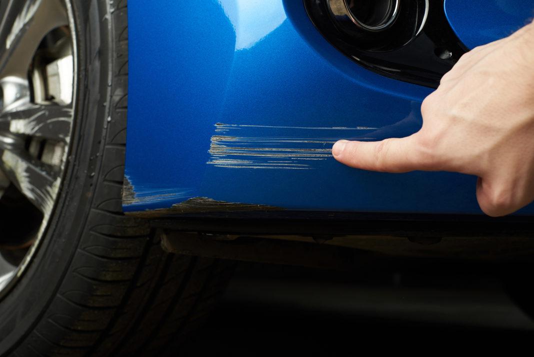 ¿Cómo quitar un rayón en tu auto?