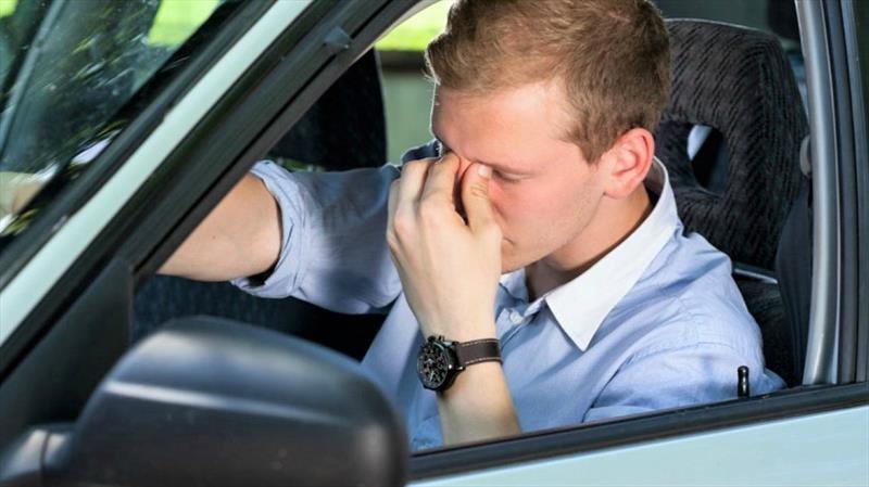 Las razones por las que no debes conducir cansado