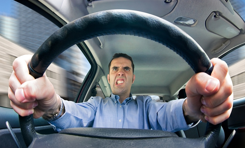 Cómo manejar a los conductores agresivos
