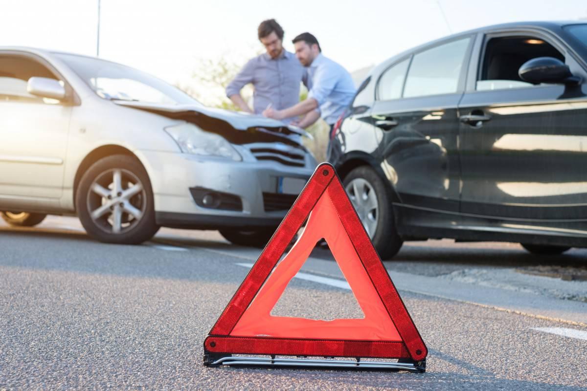 Llamar a aseguradora por accidente de auto