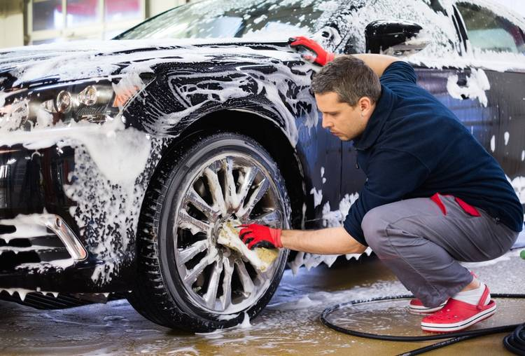 Cómo lavar tu coche a mano