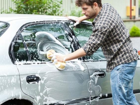 limpiando coche